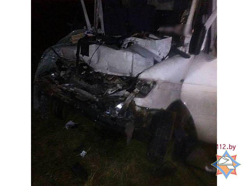 Пассажир трактора выпал изкабины, иего переехал прицеп