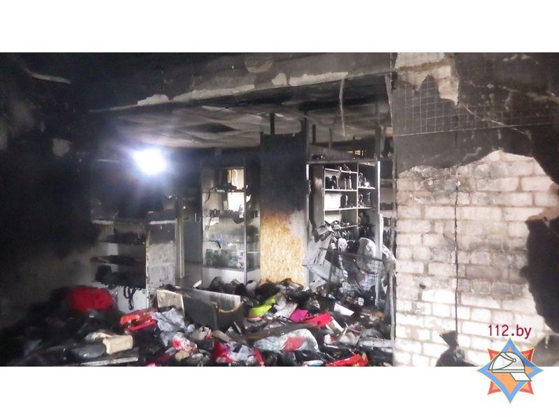 В Чаусах спасатели ликвидировали пожар в торговом центре