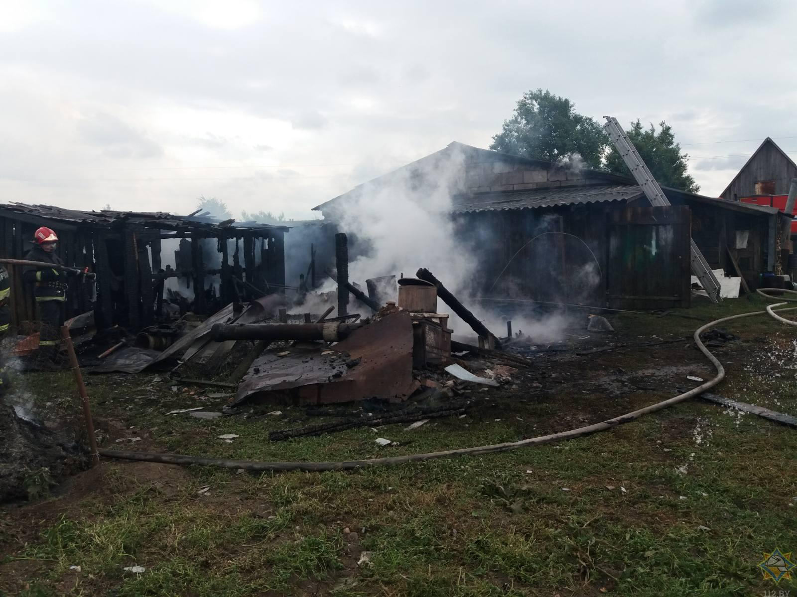 В Жабинковском районе два человека получили ожоги при тушении пожара в хозпостройке